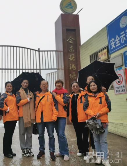参加活动的志愿者